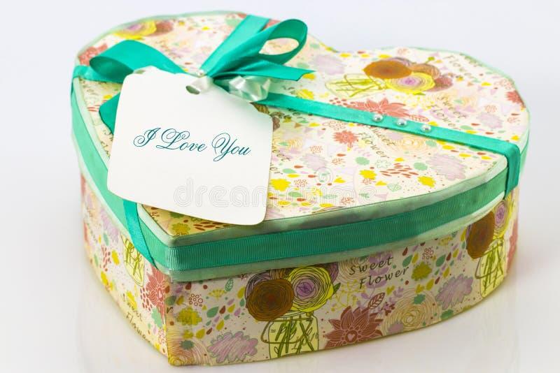 在白色的心形的情人节礼物盒 图库摄影