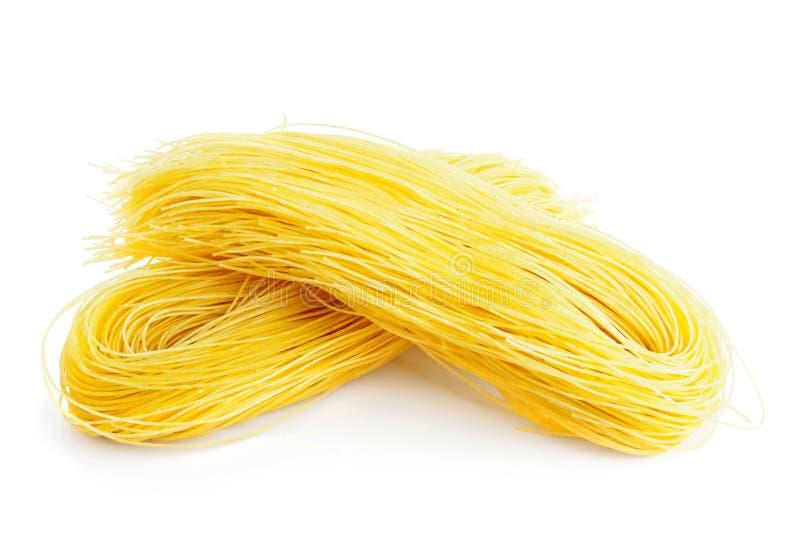Download 在白色的意大利意粉 库存照片. 图片 包括有 材料, 未煮过, 意大利面食, 通心面, 食物, 线程数, 烹饪 - 30329416