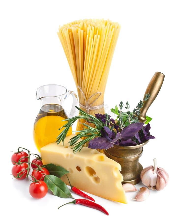 Download 在白色的意大利面团成份 库存图片. 图片 包括有 小珠靠岸的, 大蒜, 时髦, 成份, 意大利语, 灰浆 - 30329387