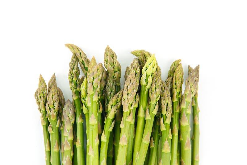 在白色的新鲜的绿色芦笋 库存照片