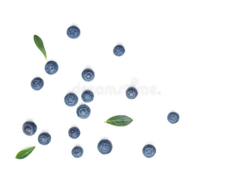 在白色的新鲜的蓝莓 免版税库存图片