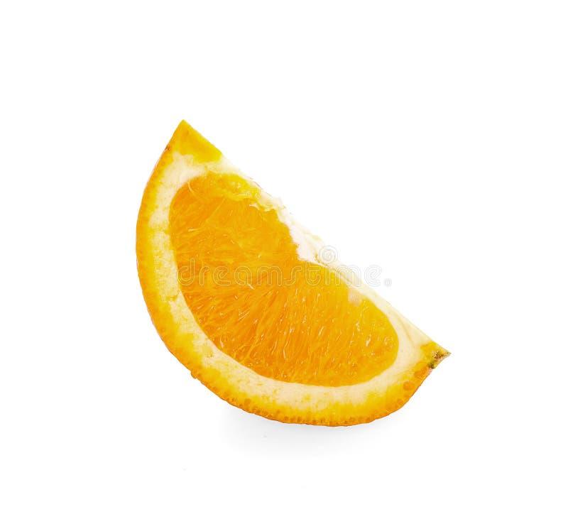 在白色的橙色果子切片孤立有与裁减路线的背景 库存图片
