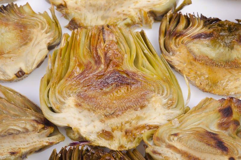 在白色的烤朝鲜蓟 图库摄影