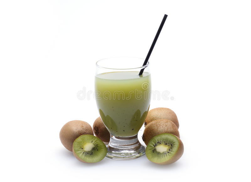在白色的猕猴桃汁液 免版税库存照片