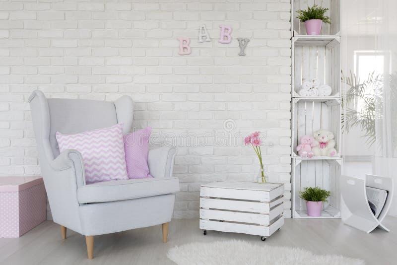 在白色的环境友好的婴孩室装饰 库存照片