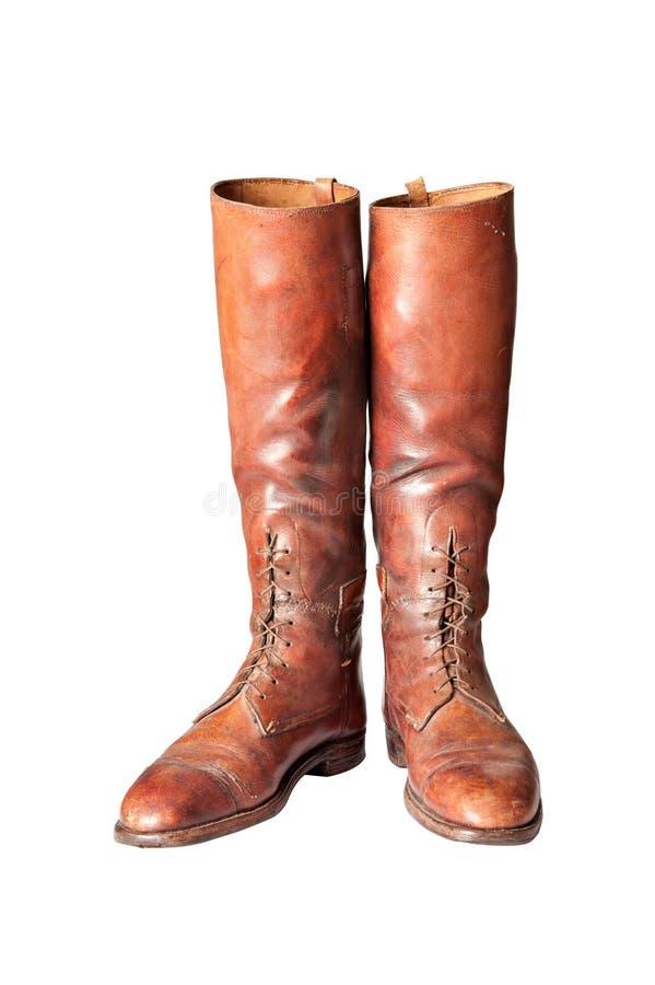 在白色的葡萄酒棕色膝盖高精神马靴 免版税库存图片