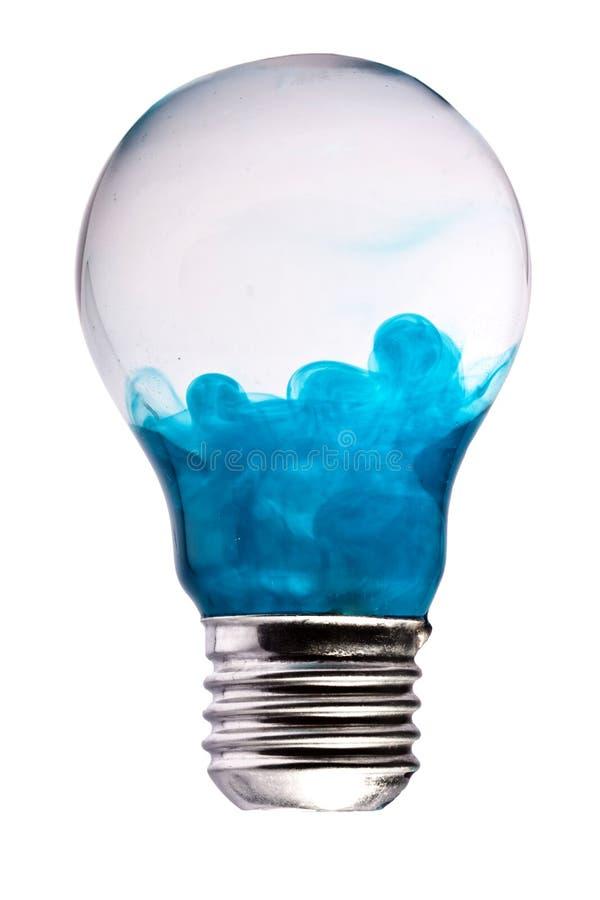 在白色的蓝色烟电灯泡艺术概念 免版税库存图片