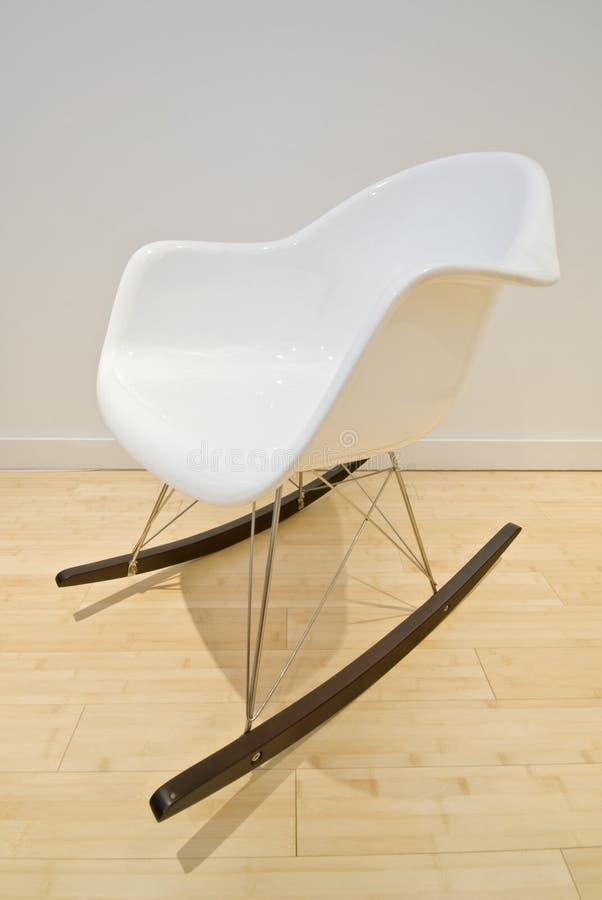 在白色的设计员摇椅 免版税图库摄影