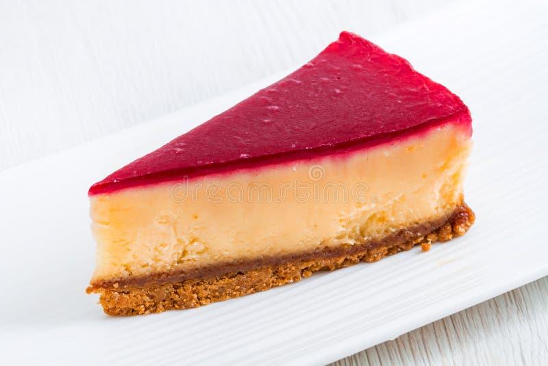 在白色盘的乳酪蛋糕 库存照片