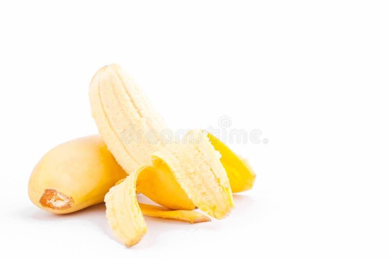 在白色背景健康Pisang Mas香蕉果子食物的被剥皮的蛋香蕉 图库摄影