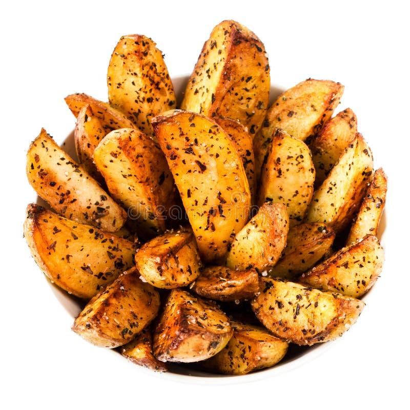 在白色背景关闭在乡村模式的油煎的土豆隔绝的 库存照片