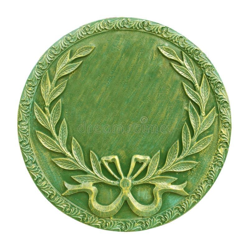 在白色背景和绿色圆的奖牌隔绝的金子 免版税库存照片