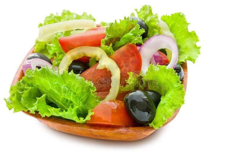 在白色背景和葱隔绝的希腊沙拉新鲜的明亮的菜、绿色莴苣、蕃茄 库存照片