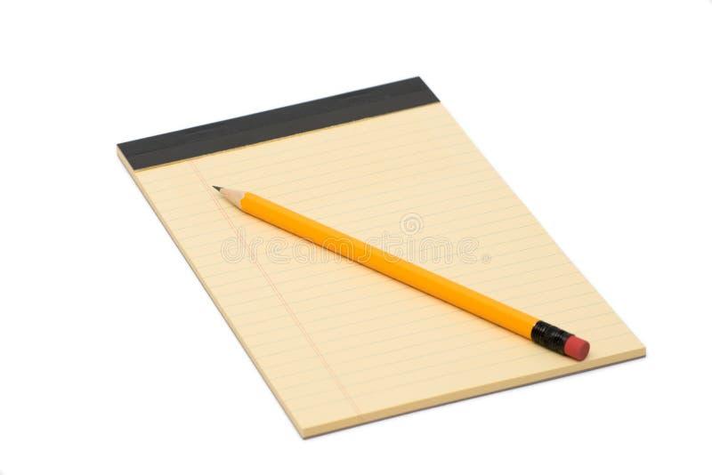 在白色背景和铅笔隔绝的笔记本 免版税库存照片