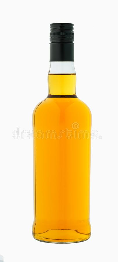 在白色背景威士忌酒隔绝的瓶 库存图片