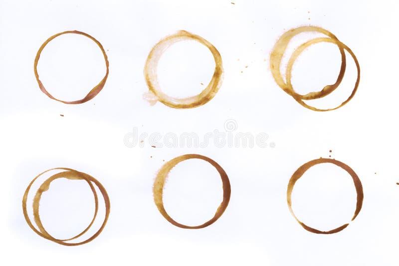 在白色背景或咖啡杯圆环隔绝的设置发球区域 免版税库存照片