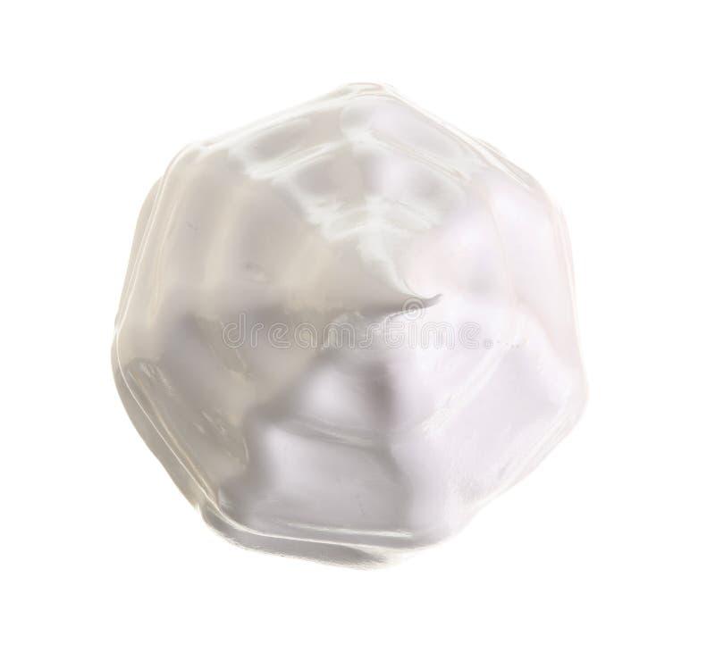 在白色背景或蛋白甜饼隔绝的被鞭打的奶油 顶视图 平的位置 免版税库存图片