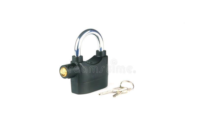 在白色背景有钥匙的警报警报器挂锁隔绝的 库存图片