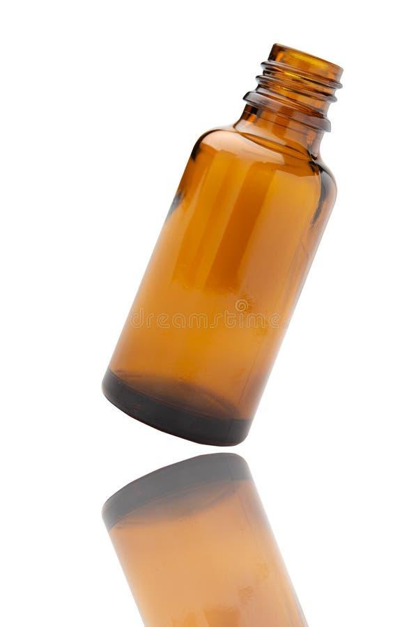 在白色背景棕色玻璃隔绝的医学瓶 免版税库存照片