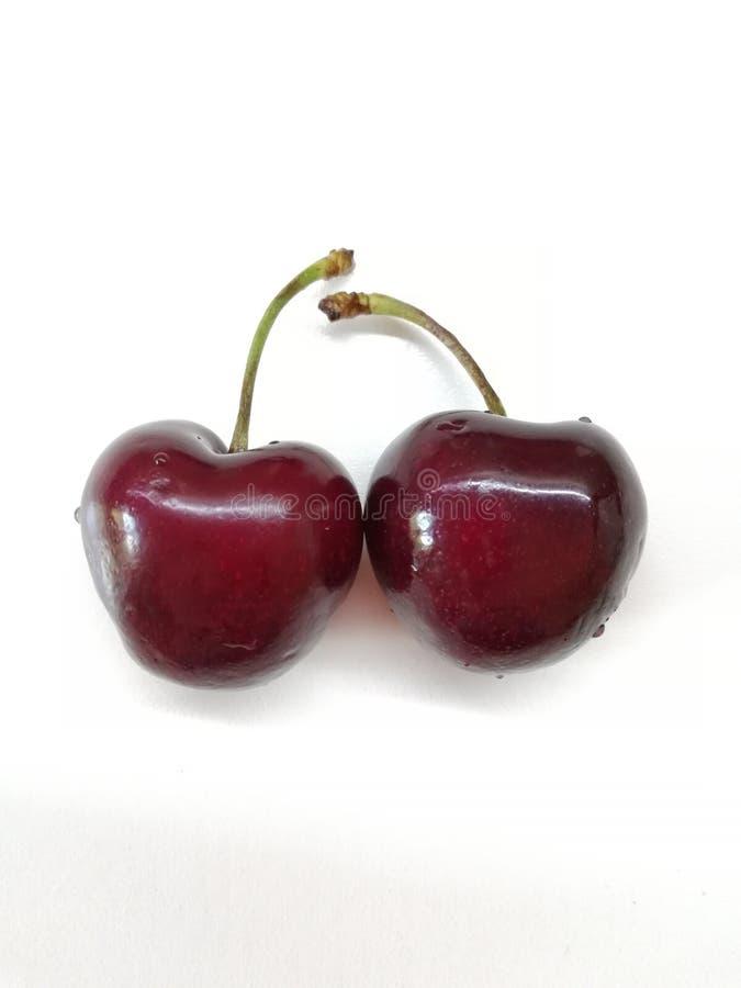 在白色背景的两棵新鲜的樱桃 图库摄影