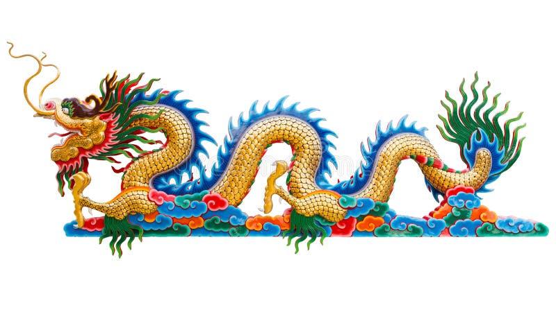 在白色背景的中国金黄龙雕象孤立 免版税图库摄影