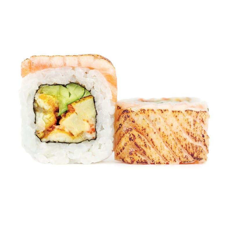 在白色背景的传统新日本寿司卷 免版税库存照片