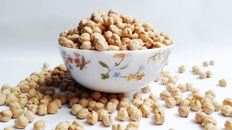 在白色背景的别致的豌豆 免版税库存图片
