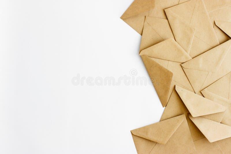 在白色背景的卡拉服特信封与文本或设计的空间 免版税库存图片