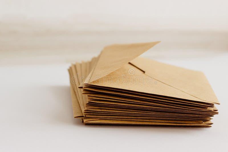 在白色背景的卡拉服特邮政信封 免版税库存图片