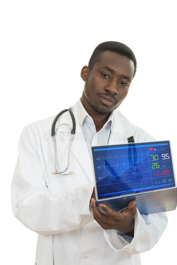 在白色背景的可爱的年轻非裔美国人的黑人医生a 免版税库存照片