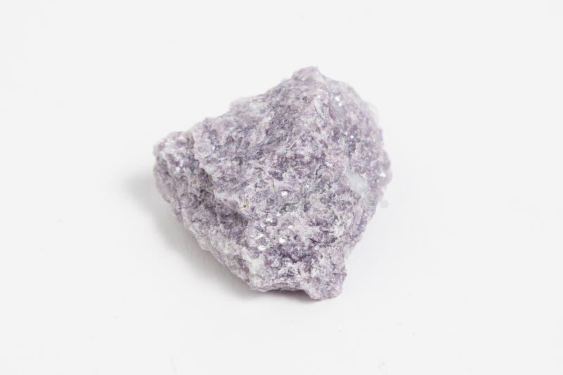 在白色背景的唯一矿石锂云母 免版税图库摄影