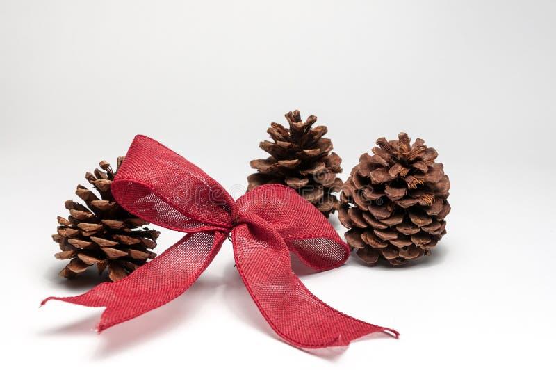 在白色背景的圣诞树装饰品 库存照片