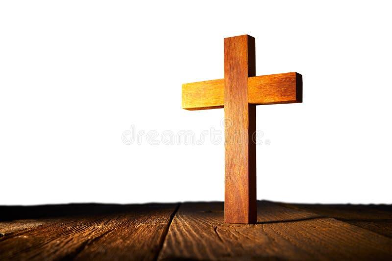 在白色背景的基督徒木十字架 免版税库存照片