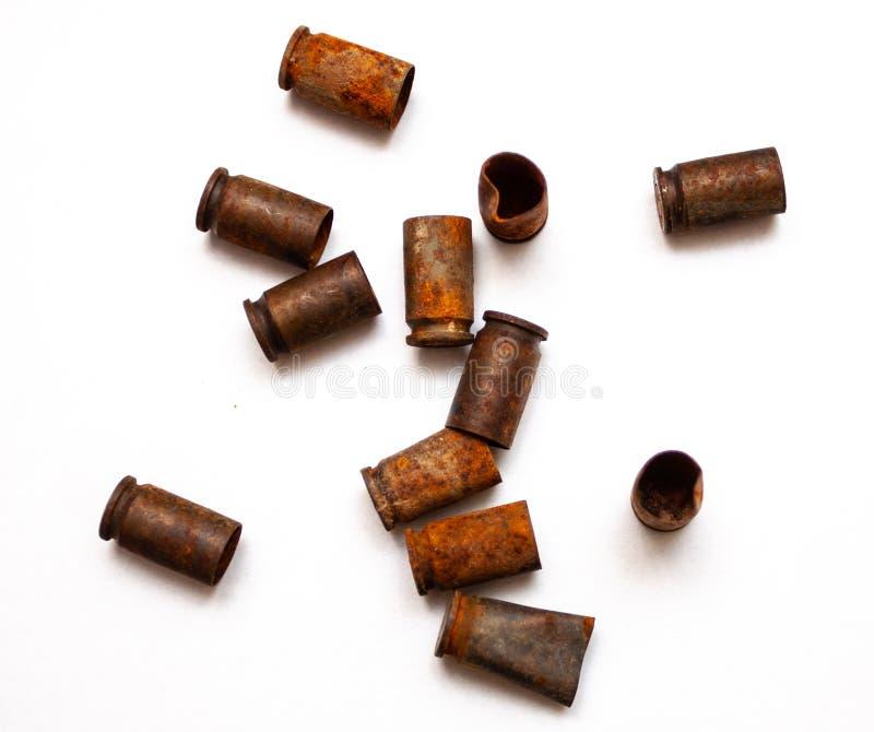 在白色背景的堆子弹壳 免版税库存图片