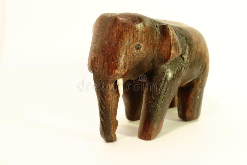 在白色背景的大象小雕象 免版税图库摄影