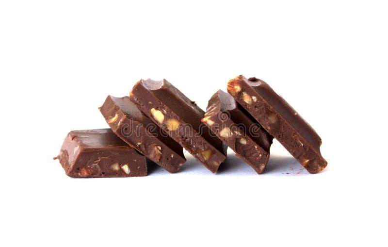 在白色背景的巧克力块堆 库存图片