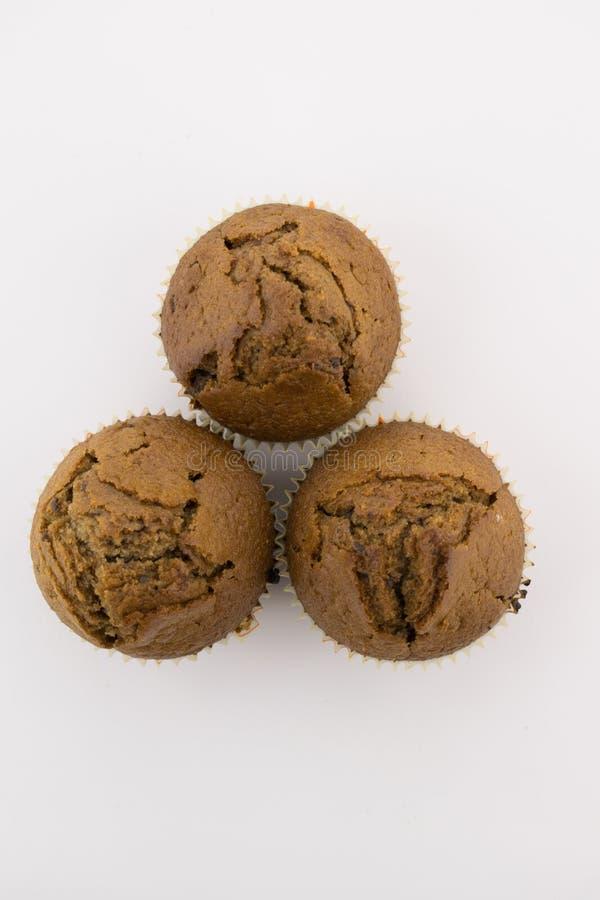 在白色背景的巧克力松饼 免版税库存照片