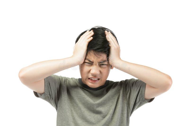 在白色背景的年轻亚裔男孩,生气;有情感一种的坏脾气 免版税库存图片