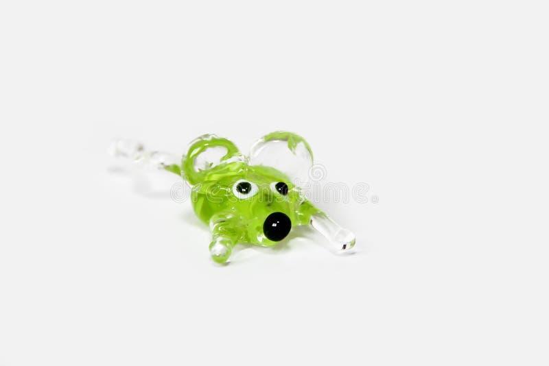在白色背景的手工制造绿色玻璃透明老鼠 免版税图库摄影