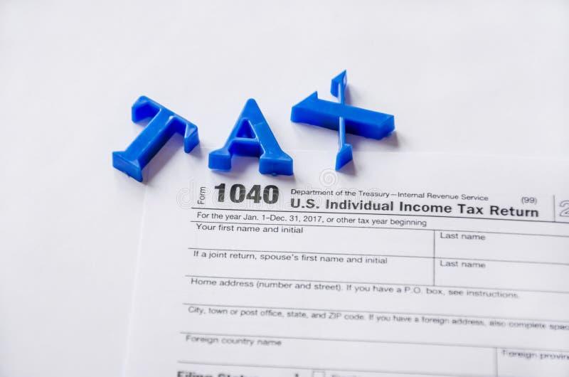 在白色背景的报税表1040 免版税库存照片