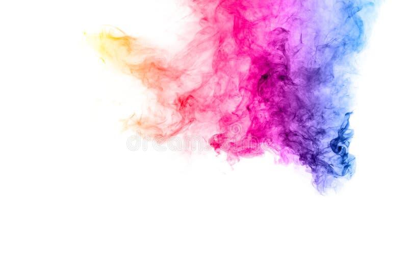 在白色背景的抽象多彩多姿的烟 在背景的抽象明亮的五颜六色的烟 免版税图库摄影