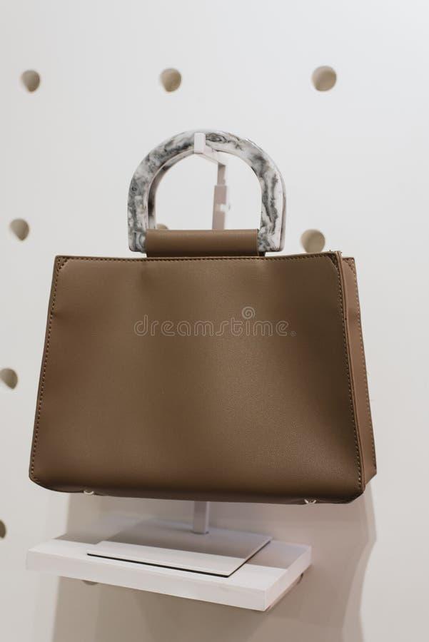在白色背景的时髦的袋子 免版税库存照片