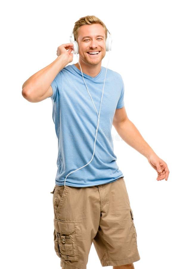 在白色背景的有吸引力的年轻人佩带的耳机 免版税图库摄影