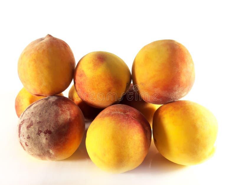 在白色背景的桃子构思设计的 健康早餐健康营养 被隔绝的照片 食家新鲜食品 免版税库存照片