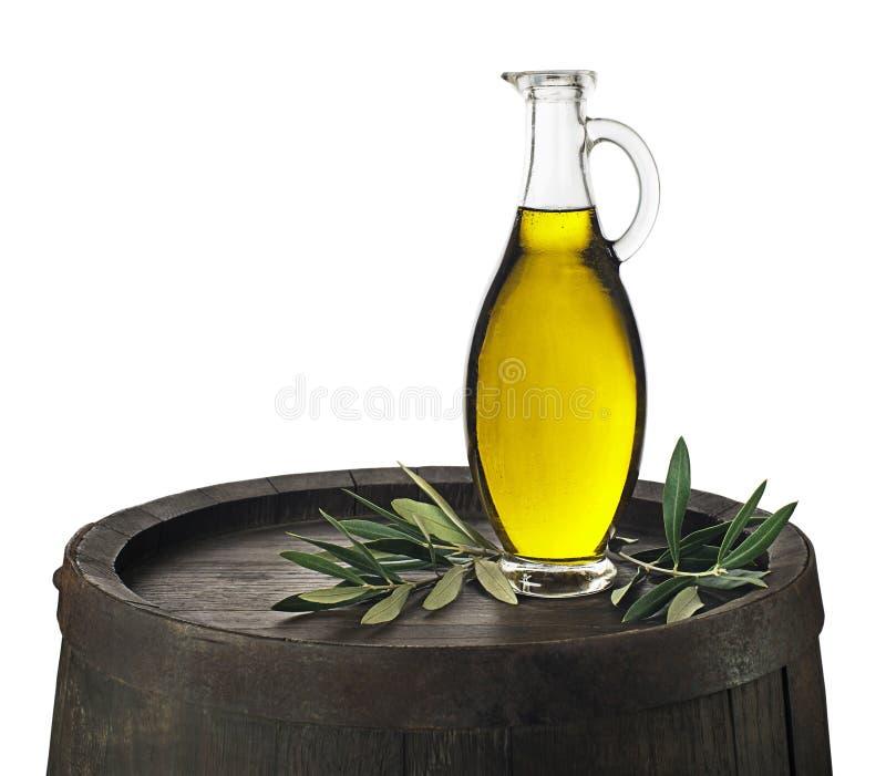 在白色背景的橄榄油瓶 免版税库存照片