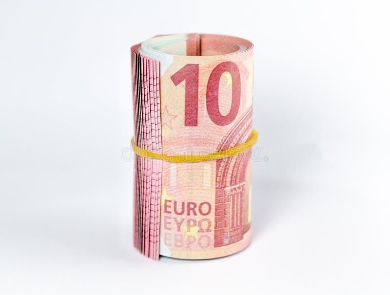 在白色背景的滚动的欧元钞票 免版税库存照片