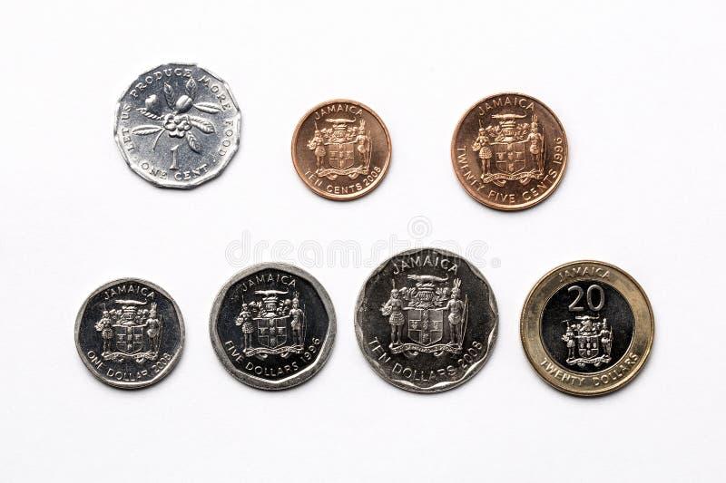 在白色背景的牙买加硬币 免版税图库摄影