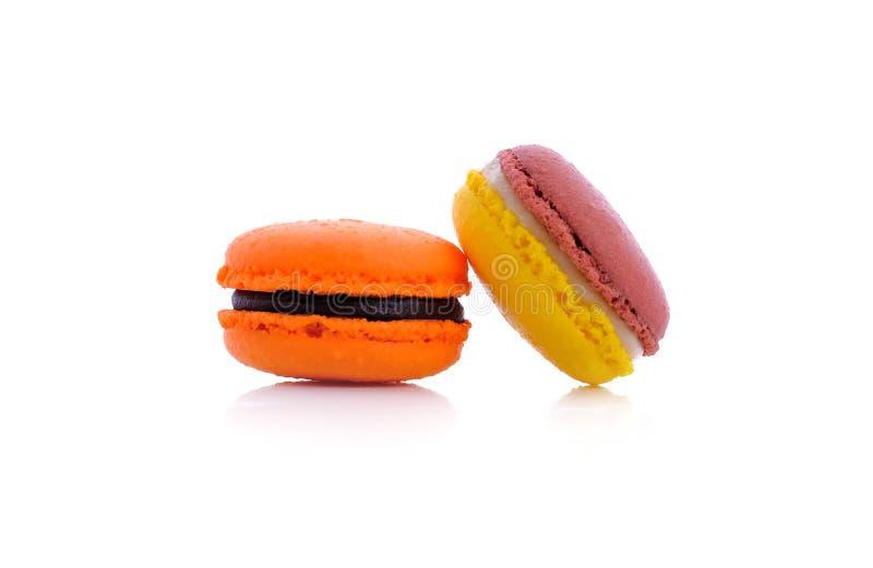 在白色背景的甜和五颜六色的法国macaron 免版税库存照片