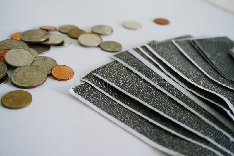 在白色背景的碳工资单 库存照片