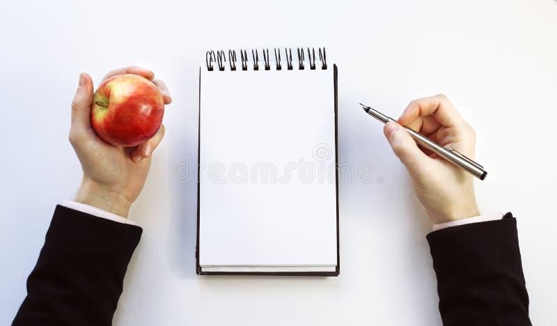 在白色背景的笔记本 免版税库存照片